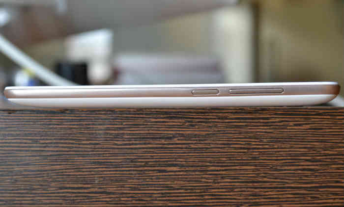 micromax canvas spark review, phone side view, picture