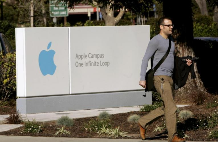 hackers offered money to apple employees for secure information