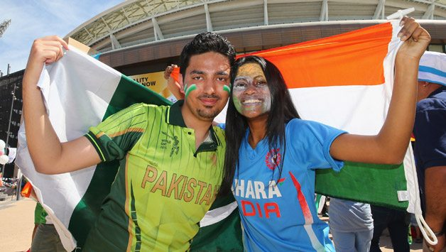 Pakistan-and-India-supporters-pose-with-their-flags