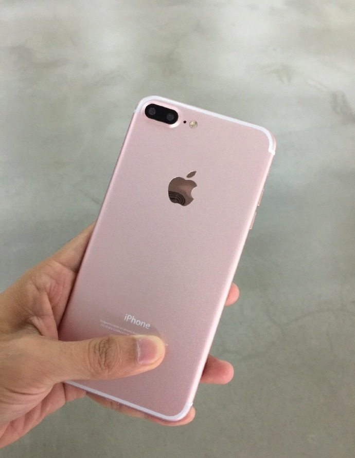 iPhone 7 Plus rose gold dual camera