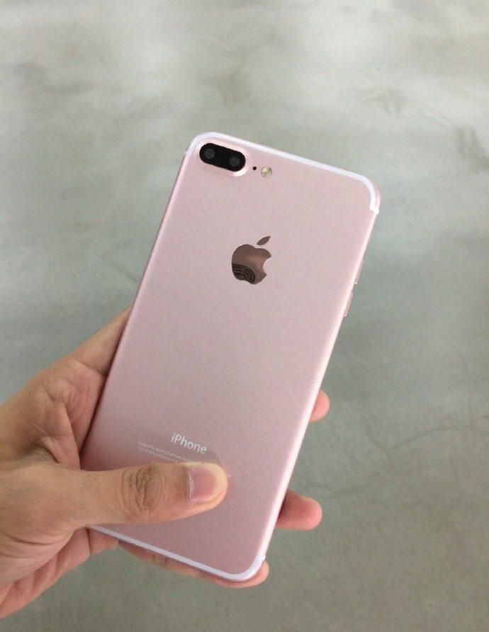 iPhone 7 Plus rose gold dual camera
