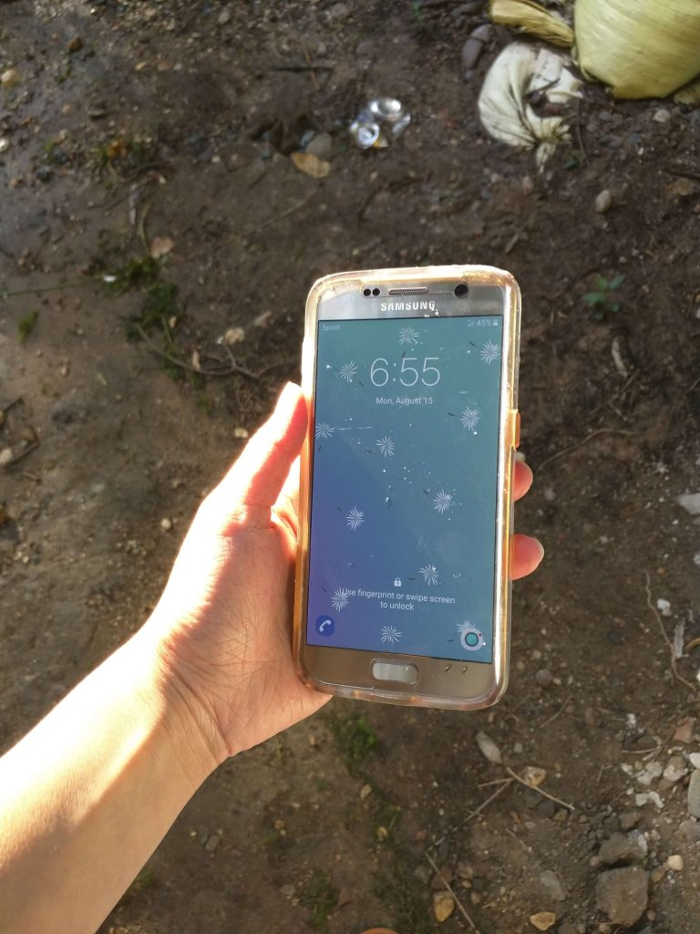 Samsung Galaxy S7 survives in lake for 2 hours (3)