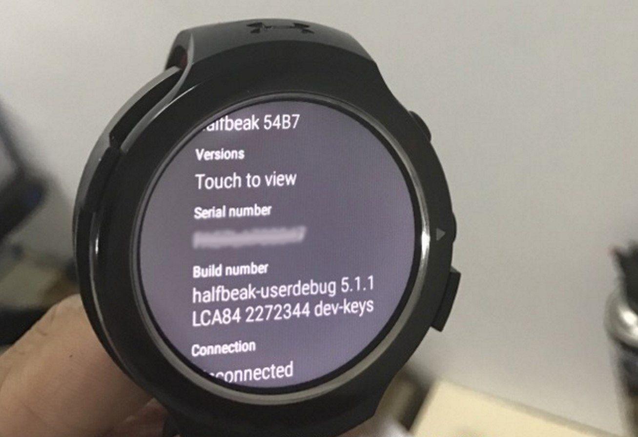 htc-android-wear-smartwatch-halfbeak-spotted-in-a-photo-leak-1