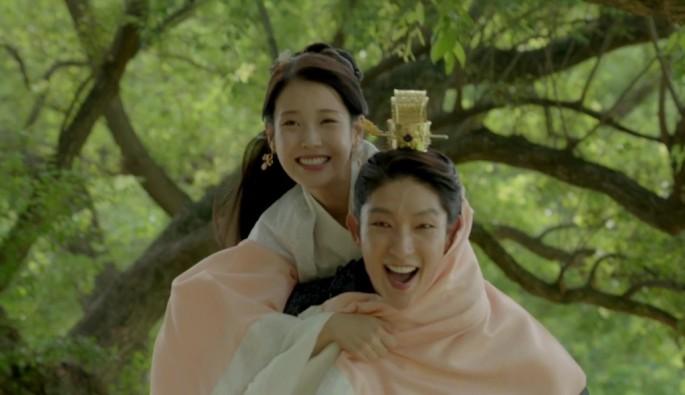 iu-and-lee-joon-gi-star-in-the-sbs-drama-moon-lovers-scarlet-heart-ryeo