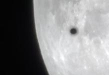 UFO on Moon