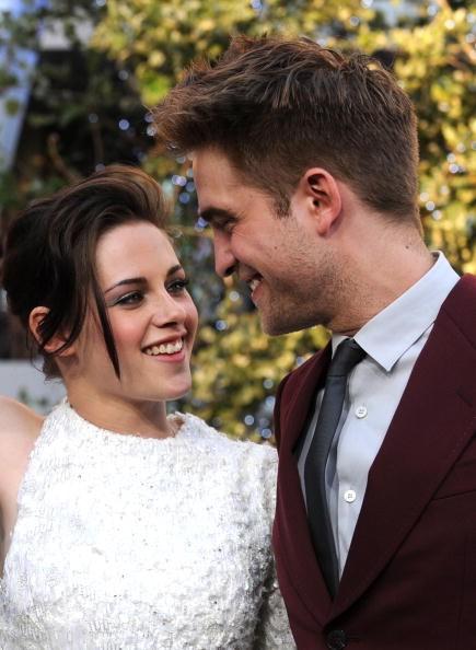 Robert Pattinson, Kristen Stewart back on! FKA Twigs furious over K-Stew's recent call list on fiancé's phone?