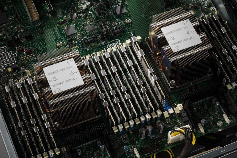 Intel-DIMM-cascade lake-1