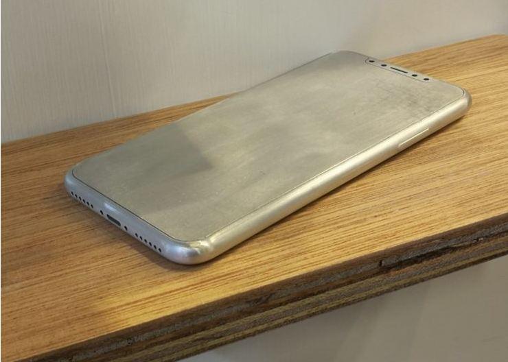 iPhone 8 dummy revealed